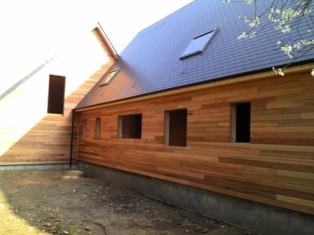 maison en ossature bois et bardage extérieure en Red-cedar, maison bois labellisable BBC
