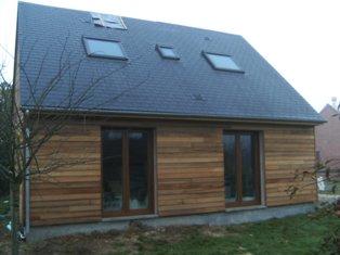maison en red-cedar construite en ossature bois labellisable BBC