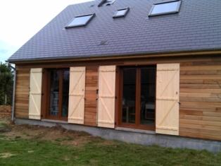 Maison en Bois avec isolation extérieure construite en ossature bois par nos artisans Normand